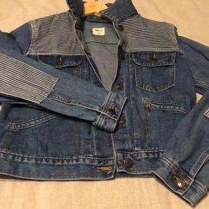 💕 Gap jean jacket with railroad stripe detail 💕